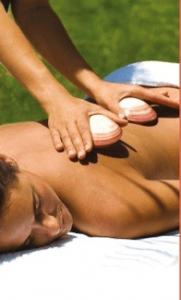 Massage mit Lava Shells
