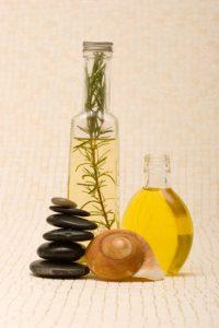 Öle bei der Abhyanga Massage © MAXFX von Fotolia.com
